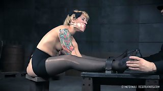 Tattooed Blonde Elizabeth Thorn And The Captor With The Sex Toys
