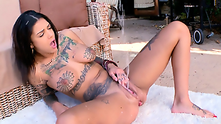 Bonnie Rotten Squirts Everywhere