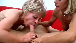 Threesome Oral With Dirty Blondes
