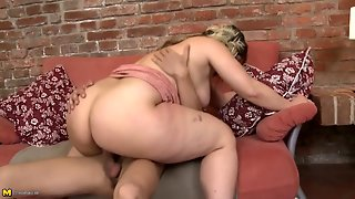Bbw Cocksucker Sits Her Snatch Down On Him