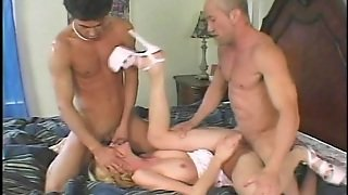Deepthroat And Double Penetration In Mmf Threesome For Kelly Wells