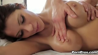 Aleksa Nicole Is A Breathtakingly Beautiful Sexy With Super Sexy