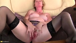 Freckled Milf Vibrates Her Clit And Moans Lustily