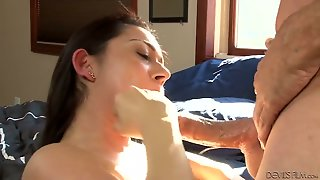 Senorita Gets Her Love Hole Stretched By