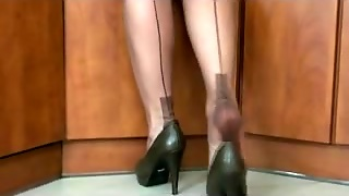 Fully Fashioned Nylon Nylons