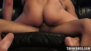 Brunette Twinks Threesome And Facial