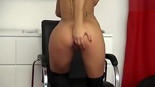 Blondeviolin Shows Her Pussy And Tattoos