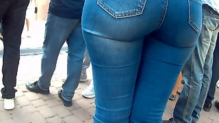 Juicy Round Big Ass Milf In Jeans