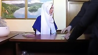 Arab Love Wants Shelter For Night So She Has To Suck For It