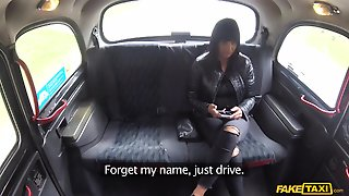 Reality Spy Cam Video With Amateur Car Sex Starring Busty Babe
