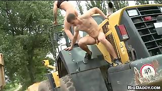 Bulldozer That Ass – Outdoor Gay Reality