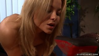 Horny Female Boss Is Too Depraved Tonight In Her Office