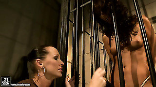 Blonde Sweet Claudia Cant Resist Mandy Brights Attraction And Gives Her Muff Pie A Lick