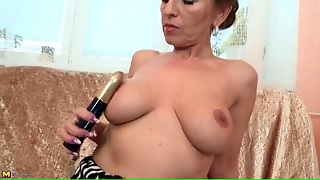 Milf With Splendid Big Tits Fingers Her Cunt
