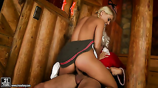 Blonde Nikky Thorne Has The Appetite For Fucking