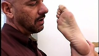 Gorgeous Babe Gets Her Stunning Feet Licked Before A Cfnm Footjob