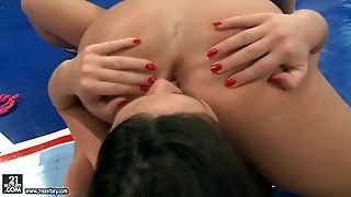 Tiffany Doll And Denise Sky In An Amazing Nude Fight