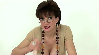 Unfaithful British Milf Lady Sonia Shows Her Huge Hooters65W