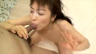 Sexing Up A Horny Japanese Mom
