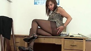 British Office Lady Needs Orgasmic Relief