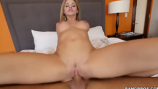 Massaging Jessa Rhodes