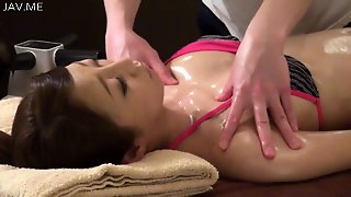 Oil Massage Shops Continue To Operate In The Japanese