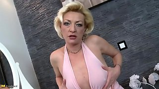 Old Hottie Dressed Up Like A Slut To Arouse You