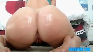 German Girl Shaking That Ass