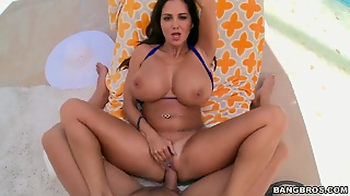 Brunette With Big Booty Gets Her Mouth