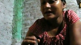 Bangladeshi Bhabhi Giving Blowjob