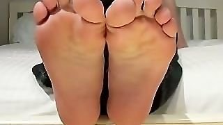 Toes!
