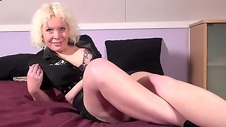 Squirting Dutch Mature Slut Wetting The Bed