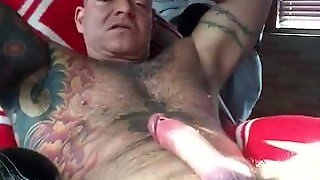 Muscle Daddy Jacks Off & Cums