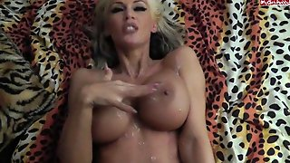 German Amateur Aileen - Spontanious Quickie And Jerking Monster Load Over Tits