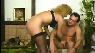 Amateur Blonde Gives Oral