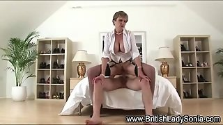 Lady Sonia Gets A Cumshot Facial