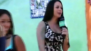 Amateur Girl Naked In A Box At Money Talks Stunt