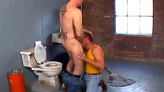 Toilettes, Porno Gay Hd, Casier, Gays Hd, Toilette Fucking, Gay Devant Ouvrier, Porno Gays, Sur Porno Hd