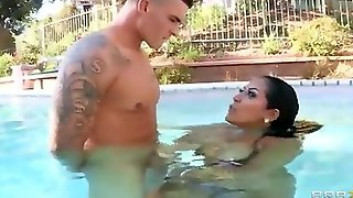 Kiara Mia Gives Him Hot Underwater Sucking