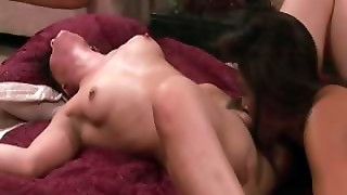 Sinn Sage Loves Girls