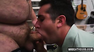 Hot Amateur Threesome And Facial