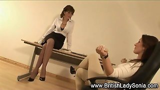 British Milf Lady Sonia Gives Footjob