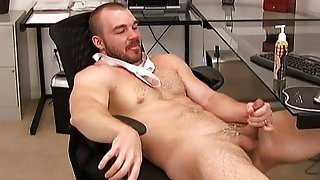 Gorgeous Hunk Beats Off And Cums On Face