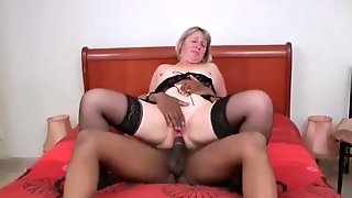 Angelina Mature Blonde Who Smash Her       Pussy With A Big Double Penetration