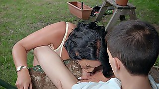 Candi Kayne Gives Jordi Nice Blowjob Outdoors