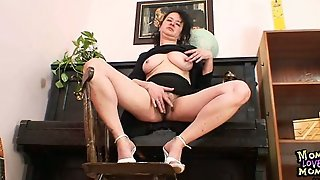 Mature Mom Hedvika Got Extremly Hairy Pussy