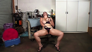 Very Sexy Chubby Girl Masturbates To Get Ready For A Big Black Cock