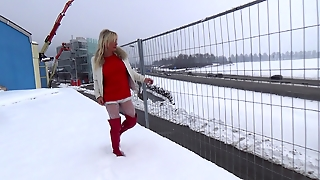 Exhib In The Snow