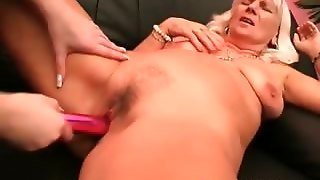 Lesbo Mature Gets Orgasmic Pussy Vibe