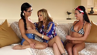 Three Lesbians In Vacation